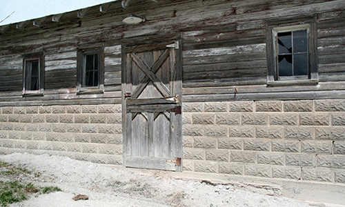 Classic Rock Face Rusticated Concrete Block Sears Farm Building Chicken Coop Barn