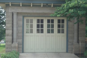 Classic Rock Face block garage example