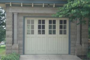 Classic Rock Face block garage example